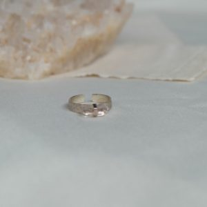 maeve-hor-ring-clear